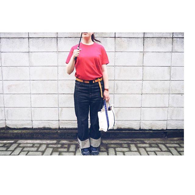 雨続きでどんよりしてる時ほど派手色の服を!#靴磨き女子部j#スニーカーコーデ#shoe活2018##yaeca#parici#pariciklassisk_shop#tideway#tembea#patrick#ヤエカ#タイドウェイ#ガチャベルト#テンベア#パトリック#お洒落さんと繋がりたい