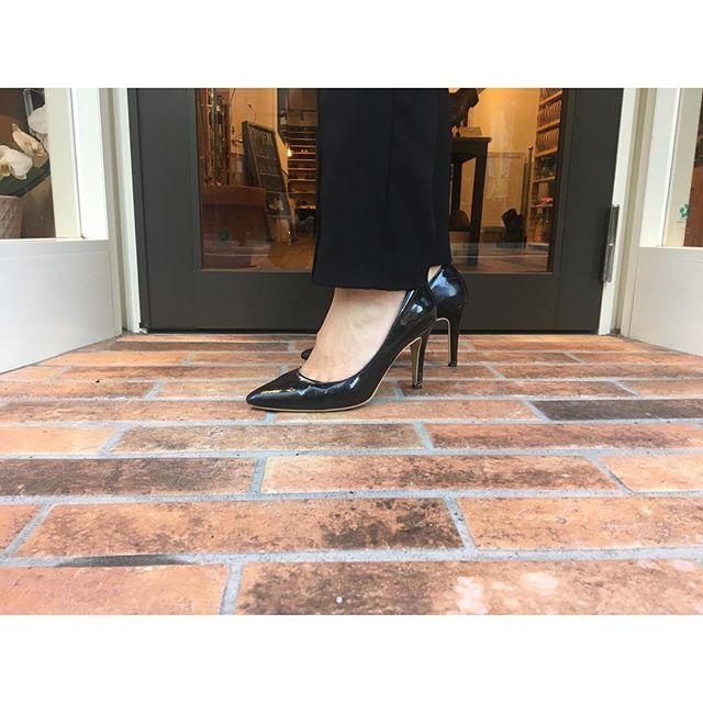 安定の履きやすさが魅力の「神戸洋靴店」のパンプス9cmヒールでも歩きやすいと評判です#靴磨き女子部#shoecaregirls #shoe活2018#靴磨き女子部h#パンプスマニア #パンプスコーデ #9cmヒール
