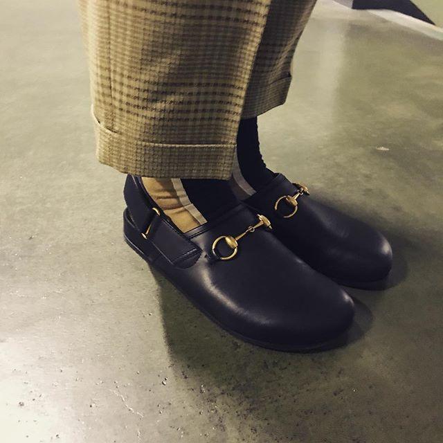 ビルケンみたいなGUCCIのサンダル#gucci#shoes #fashion #socks #sockstyle #birkenstock #靴磨き女子部p#グッチ#mowbray#おしゃれさんと繋がりたい #靴下コーデ #秋冬コーデ#chicstocks