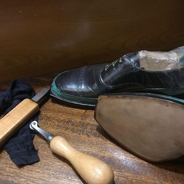 まだ、できない。。。#shoecare#mmowbray #靴磨き女子部n#靴磨き #shoecaregirls#趣味の靴作り #靴作り#靴磨きの日#shoes #革靴女子#足元くら部 #靴磨き女子部 #手製靴 #oxford #handsewn #handsewnwelted #bespoke #bespokeshoes#靴磨きの日2018