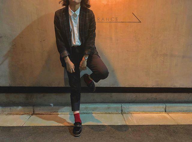 .つい先日、本社で展示会を開催した日のコーデ。ひさびさに色がついたものを着てムズムズ、、、笑.やっと、モコモコなこの子を履ける季節がやってまいりました#靴磨き女子部#今日のコーデ#mowbray#あしもと倶楽部#ムートン#ローファー#ジャケットコーデ#おしゃれさんと繋がりたい #ootd#black#red#style