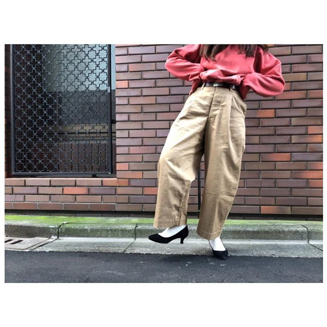 裏起毛のざっくりパーカーがちょうどいい季節ですね️ヒールの保管にはベルベットキーパーがおススメです︎︎︎スライドしてください︎@fans.asakusa 他で購入できます。#靴磨き女子部 #靴磨き女子部j#shoecaregirls ••••••••••#パーカー#ベルト#ralphlauren#チノパン#aseedoncloud#パンプス#jpress#vintage#おさがり#おしゃれ#今日の服#ヒール#bkb#ootd#used#maine#fudge#cluel#lalabegin#haberdashery#onward#あしもとくらぶ#ファッジ#クルーエル#ララビギン