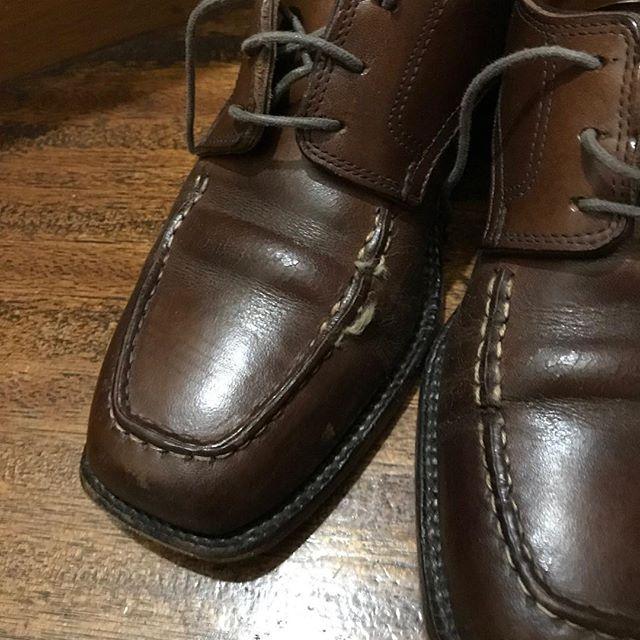 糸切れ修理。。。#靴修理#repair#utipshoes#derby#derbyshoes#shoecare#mmowbray #靴磨き女子部n#靴磨き #shoecaregirls#shoes #革靴女子#足元くら部 #靴磨き女子部 #手製靴 #handsewn #handsewnwelted #bespoke #bespokeshoes