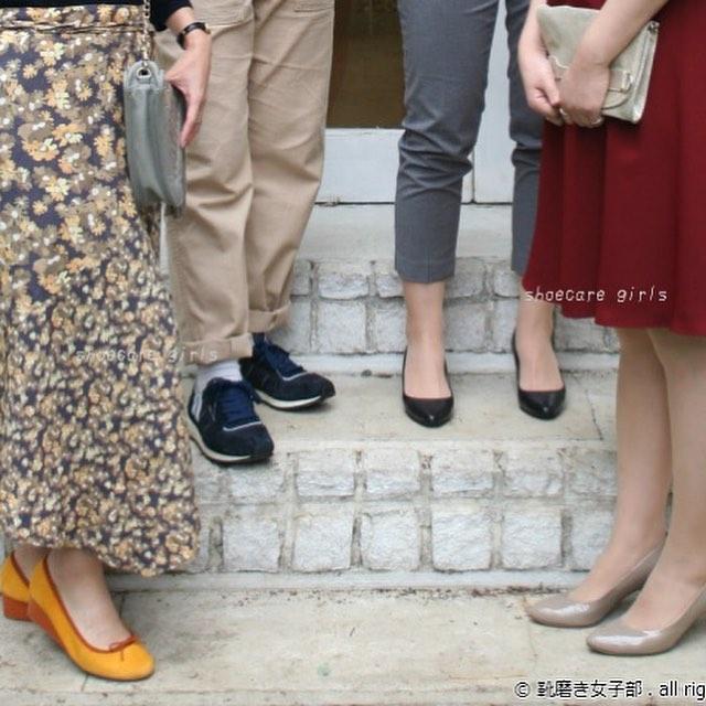 【イベント情報@銀座三越】R&D靴磨き女子部靴のお手入れ相談会シューケアマイスターによる、自分で出来る靴・革製品のお手入れ方法を実演を交え、ご紹介いたします。基本の靴のお手入れから、正しい靴の保管方法などもお伝えいたします。年末に向けた「靴の大掃除」もかねて一年間お世話になった靴をお手入れしてみませんか? ■開催日2018年12月8日(土)・9日(日)■開催時間(予約制・各回定員1組・約45分)午前11時30分~午後1時30分~午後2時30分~午後3時30分~午後4時30分~午後5時30分~午後6時30分~ ■参加費:無料※お電話での事前ご予約となります。※定員になり次第、締切りとさせていただきます。■持ち物お手入れしたい靴をお持ちください。スリッパのご用意もありますので、履いてきていただいても結構です。※お手入れ対象素材スムースレザー(一般的な表革)、スエード、エナメルなど。靴の状態によってはお手入れが出来かねる場合もございますので、予めご了承ください。■ご予約・お問合せ銀座三越 2階 婦人靴直通:03-3535-9215担当:山本、吉田、石山、菊地#靴磨き女子部 #靴のお手入れ相談会 #shoecare #革靴女子