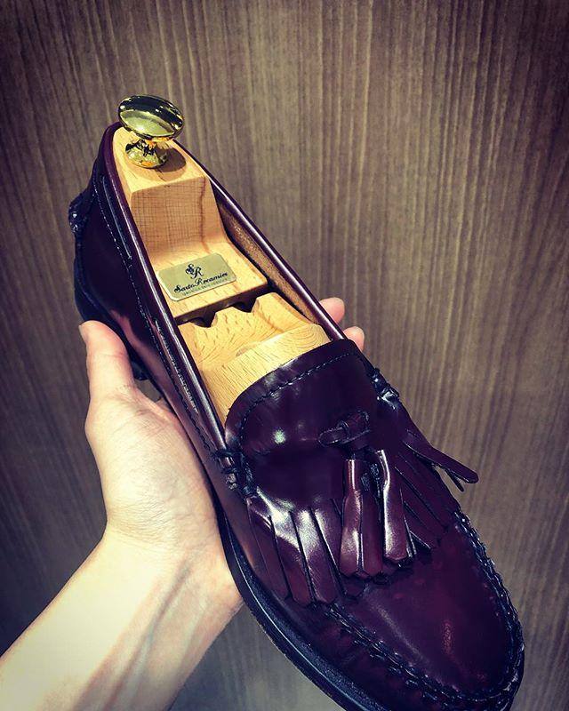 レディースシュートリーも取り扱っております。靴の寿命を伸ばすならシューキーパーを。SR100EX  サイズ35・36・37¥8000+税#サルトレカミエ #靴磨き女子部y  #シューツリー#シューキーパー#靴の寿命#除湿#ブナ素材#大阪工房