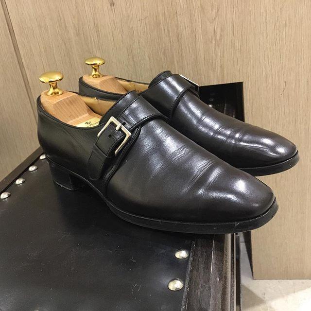 凛々しいシングルモンク。レディースではなかなか見られないチゼルトゥが印象的です。#johnlobb#shoecaregirls#ladiesshoes#leathershoes#fashion#靴磨き女子部k