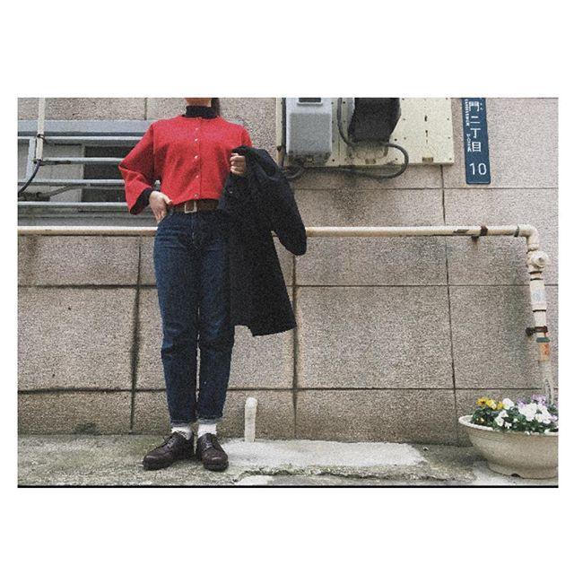 今日は少し暖かくなった瞬間もありましたね花粉症の脅威におびえております🤧#靴#靴磨き#靴磨き女子#靴磨き女子部 j#lalabegin#ボーイ#革靴#革ベルト#革靴女子#ambidex#noteetsilence#red#muji#alfredsargent#jeans#カーディガン#赤#ジーパン#青#靴下#白#マリン#コート#黒#花粉症#春