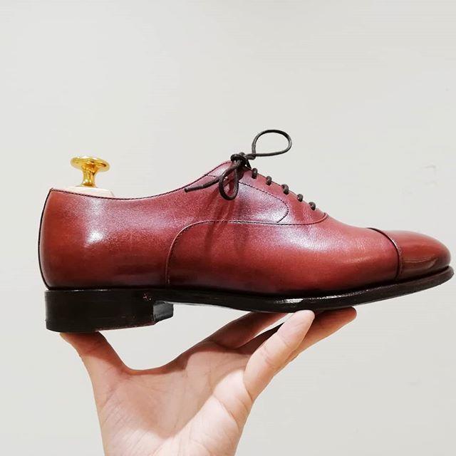 【まだまだご予約受付中】 靴磨き女子部が、自分で出来る靴・革製品のお手入れ方法を実演を交えながらマンツーマンでご紹介します。靴の基本のお手入れ方法から、正しい保管方法、色褪せたムートンブーツの補色などご要望に応じてお伝えいたします。春の衣替えのシーズンに合わせて靴をお手入れしてみませんか? ■日時:3月23日(土)・24日(日)各日:午前11時30分~午後7時30分最終受付午後6時30分(1時間/1組承ります。※午後0時30分~を除く) ■2階 婦人靴 詳しくは2階婦人靴(電話03-3535-9215)までお問い合わせください。#shoecare#workshop#shoeshine#event#mowbray#ladiesshoes#leathershoes#fashion#ladiesfashion#shoestagram#sotd#fotd#ginza#ginzamitsukoshi#ぎんみつ#ぎんみつで靴磨き#shoecaregirls#靴磨き女子部#靴磨き女子部k