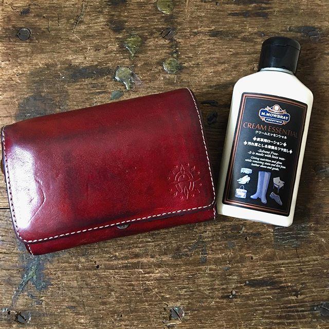 休日に久しぶりにお財布のケアをしました。*透明なクリームでステッチを残しつつ綺麗にしたらついつい買い物に行きたくなってしまいました!**