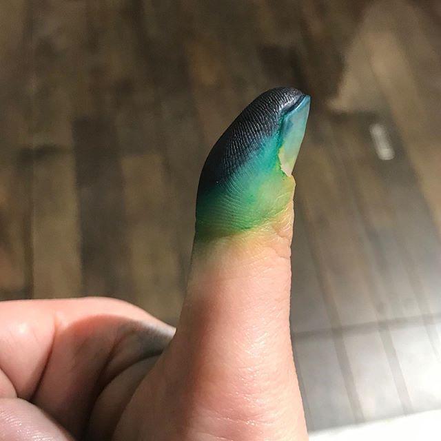 染まりました︎指がグラデーション