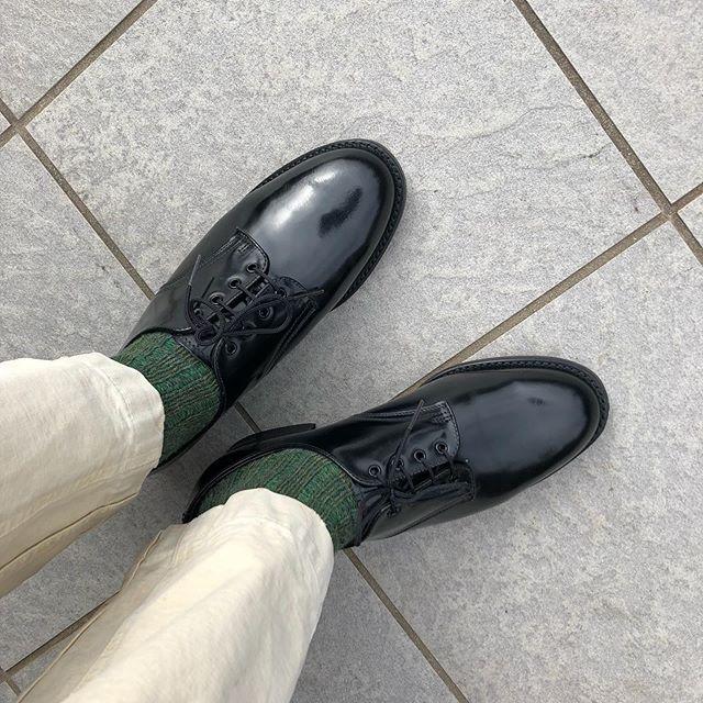 .テカテカした靴を履くと気分がキリッとします!