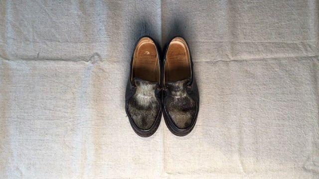 .靴磨き女子部 Shoe Care Recipe 23回目はパラブーツミカエルのファー部分のお手入れですせっかくのフワフワはフワフワに保ちたい!ファーのお手入れを解説します。詳細は靴磨き女子部ホームページのRECIPEからご覧いただけます。毎月1回更新中♡.HP:@shoecaregirls