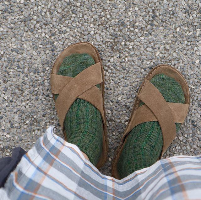 .スエード素材なので素足で履くと気持ちいいのですが、靴下を合わせるのが好きです🧦