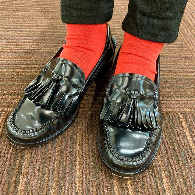 夏の日差しに負けない真っ赤な靴下で🌞
