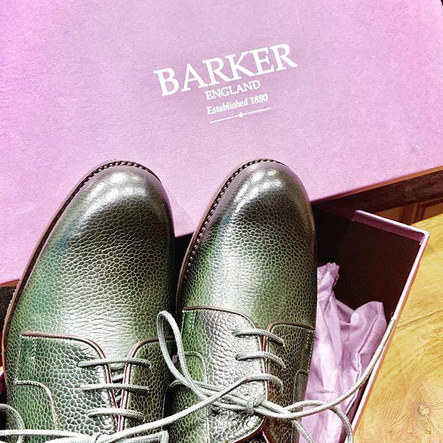 \靴も衣替え/こんにちは、靴磨き女子部です。過ごしやすい気候になってきましたね!今日は中秋の名月ですね。このまま秋も深まってほしいなと思ってます暑さも落ち着き、ちょうど革靴が履きたくなってきた今日この頃…購入した革靴