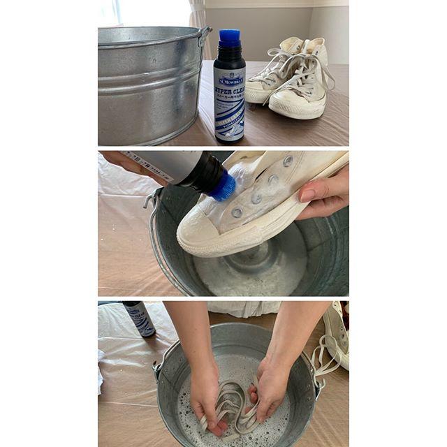 \ スニーカー洗いました /靴磨き女子部です! 全体的に薄黒くなってしまったので先日天気のよい休日に洗いました。スニーカーの洗剤は、M.mowbray の ハイパークリーンを使いました!バケツとタオルとM.mowbray ハイパークリーンの3つを揃えてくださいね。余談ですが…皆さん靴磨きなどする際はどこでされますか?作業が出来るお庭やスペースのあるベランダがあるといいですよね。もちろんお風呂場とか、洗面所で作業してもよいのですが、私の場合は、服や足が濡れたりしながらやるのが億劫だったのと、ベランダが狭いので。いつも、テーブルの上で作業用エプロンしてます!テーブルには、ゴミ袋を広げて、端っこはテープで止めて、ズレないようにしてます。これなら汚れても気にならない!終わった後は、袋はそのままゴミ箱へ。小さなことですが、靴のお手入れやってみよう!と思った時に取り入れやすい工夫なども、今後お伝えできるようしていきたいと思いますぜひお試しください!