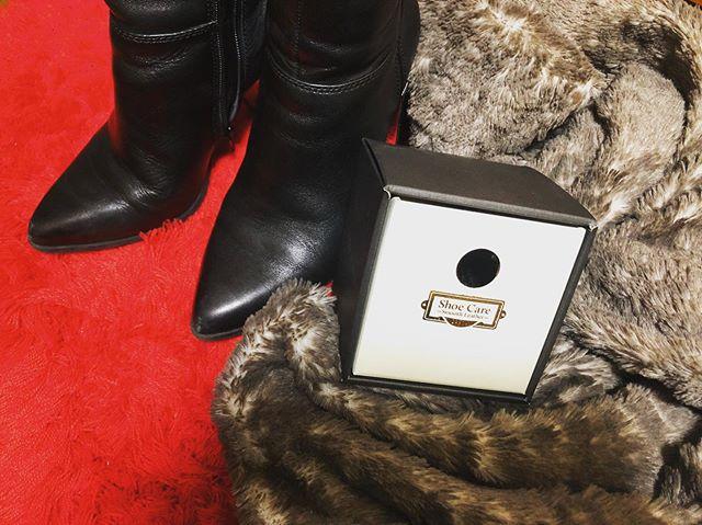 .もうあとちょっとで12月。ブーツです。ブーツの季節です。個人的に12月になってからブーツを履く!と決めていたので、履きはじめる前にお手入れを.このセット靴はもちろん、レザーグッズに使えるのでほんとによく使います♀️.