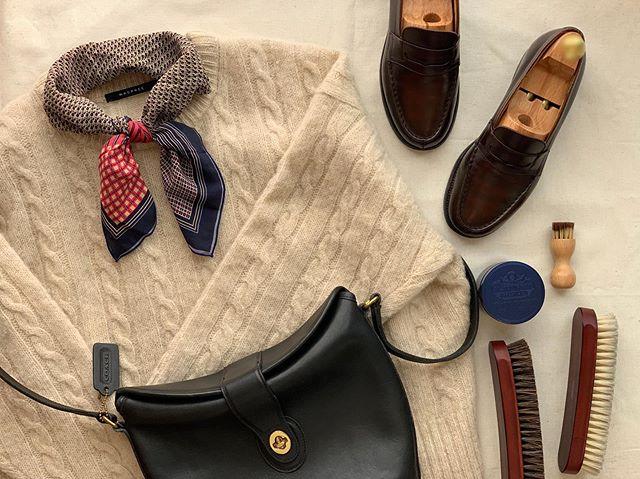 .古着屋さんで靴を買う方も増えていますよね。お手入れをしっかりすれば、革靴は長持ちするし輝きます︎靴磨きを日常に取り入れませんか??今回は女性にも人気のローファーを靴磨き女子部ライターさんが磨きました!初めての靴磨き、J.M.WESTONを磨いてみた.靴磨き女子部ホームページのコラムは毎月更新しています!記事下にアンケートがありますので今後取り上げて欲しいテーマなど女性の皆様にもご意見頂けますと嬉しいです♡.HP:@shoecaregirls