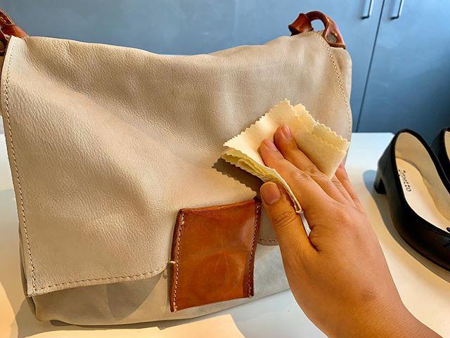 しばらく使わなかったとしても、革製品は「乾燥」が進みます。定期的な保革をして、革への潤い補給をしてあげましょう:MOWBRAY デリケートクリームMサイズ 200ml¥2500(+tax)ゼリー状のソフトタイプ皮革用栄養素クリーム(無色)